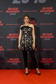Ana de Armas went girly in a strapless floral frock by Osman for the 'Blade Runner 2049' photocall in Barcelona.