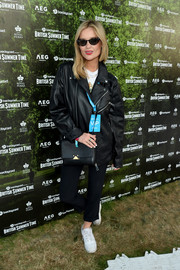 For her arm candy, Laura Whitmore chose a simple black leather bag.