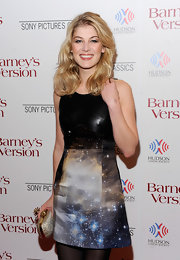 Rosamund Pike added allure to her look with a sparkling gold skull-adorned clutch