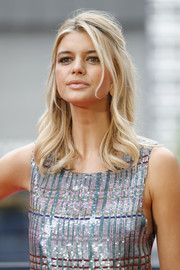 Kelly Rohrbach went boho-glam with this half-up 'do at the 'Baywatch' photocall in Berlin.