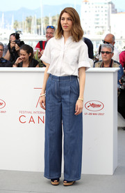 Sofia Coppola teamed her shirt with a pair of wide-leg jeans.