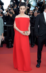 Fan Bingbing's gold clutch worked elegantly with her red gown!