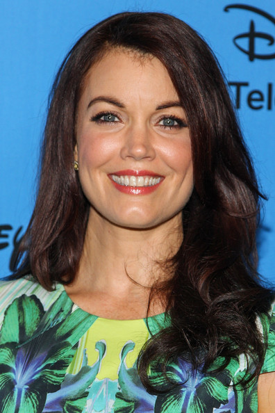 Bellamy Young Lipgloss [hair,face,hairstyle,eyebrow,brown hair,long hair,chin,black hair,layered hair,smile,bellamy young,arrivals,beverly hills,california,the beverly hilton hotel,abc television group,disney,2013 summer tca tour]