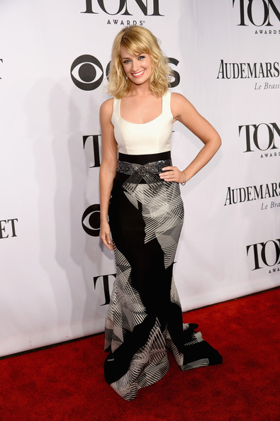 Beth Behrs Clothes