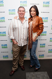 Elvis Duran looked casual but smart in a striped white-and-brown button-down shirt.