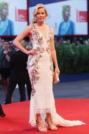 Elizabeth Banks continued the ladylike appeal with a pair of Jimmy Choo strappy sandals.