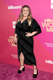 Kelly Clarkson donned a sparkly black wrap dress for the 2017 Billboard Women in Music event.