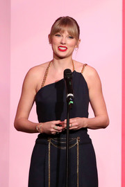 Taylor Swift accessorized with a modern diamond bracelet by Marli New York at the 2019 Billboard Women in Music event.