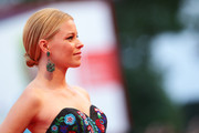 Elizabeth Banks pulled her tresses back into a low, twisted bun for the premiere of 'Black Mass.'