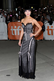 Ksenia Solo looked glamorous in this black corset dress at the Toronto premiere of 'Black Swan.'