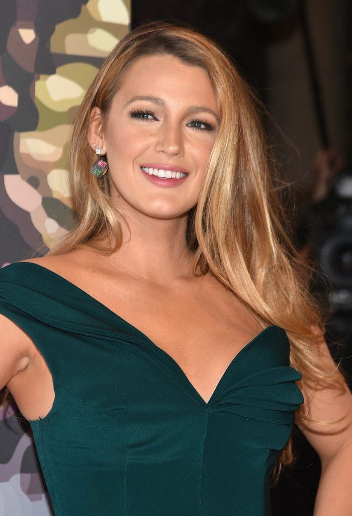 Blake Lively Long Side Part Blake Lively Looks Stylebistro