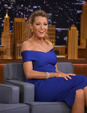 Blake Lively appeared on 'Jimmy Fallon' wearing some gold bracelets with her cobalt off-the-shoulder dress.