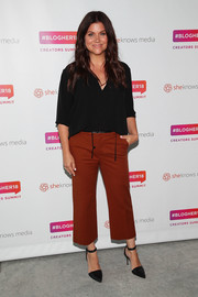 Tiffani Thiessen teamed her blouse with a pair of brick-red capris.