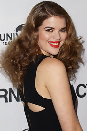 Emma put a deep side-part in her thick curls for the 'Bourne Legacy' Australian premiere.