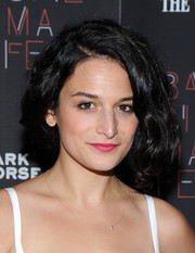 Jenny Slate finished off her look with a hot-pink lip.