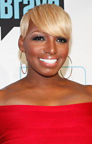 NeNe Leakes wore her flaxen tresses in short sleek layers with long side-swept bangs at Bravo Upfront 2012.
