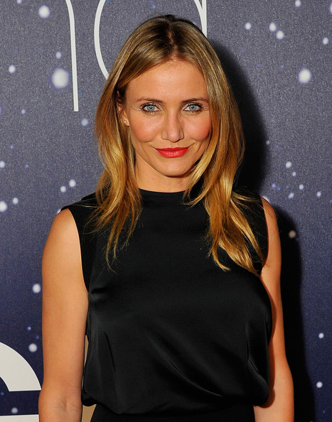 Cameron Diaz wore her hair down in gently wavy layers during the Breakthrough Prize Awards.