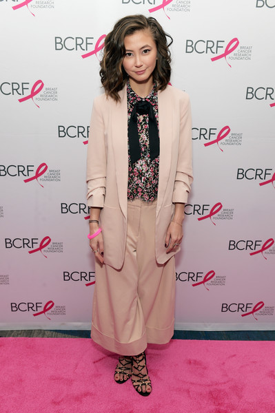 Kimiko Glenn styled her look with a pair of black gladiator heels.