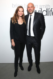 Hilary Swank kept it subdued with this all-black blazer, shirt, and skinny jeans combo during Brian Bowen Smith's Wildlife show.