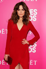 Rose Byrne styled her hair in soft waves that were parted down the center at the 'Bridesmaids' event.