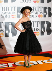 Kylie Minogue was prom-glam at the Brit Awards in a strapless black corset dress by Dolce & Gabbana featuring a lace bodice and a voluminous tulle skirt.