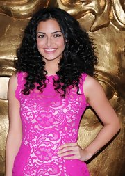 Anna Shaffer stuck to a pink theme with an au naturale pout that matched her dress.