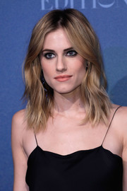Allison Williams teamed a tousled layered cut with heavily lined eyes for an edgy-glam look during the British Independent Film Awards.