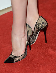 Elisabeth Moss opted for sweet sophistication for her red carpet look when she wore these black lace pumps.