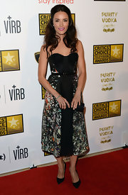 Abigail Spencer's cool sweetheart neckline dress featured a funky splatter-print pattern and a pleated panel in the front.