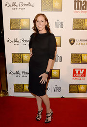 Molly Shannon opted for a classic look with this black dress with three-quarter-length sleeves.