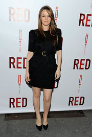 The actress wore a modern pair of black suede heels with her belted LBD. The pointed toes and angled outline added a bold twist to the classic style.