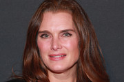 Brooke Shields Long Wavy Cut