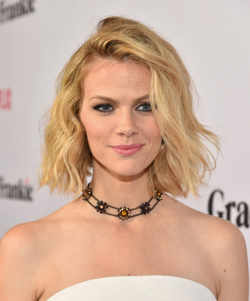 Brooklyn Decker Short Wavy Cut [grace and frankie,hair,blond,face,hairstyle,shoulder,eyebrow,lip,chin,beauty,long hair,red carpet,brooklyn decker,california,los angeles,regal cinemas l.a. live,netflix,premiere,premiere]