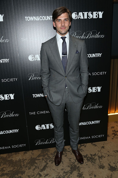 Johannes Huebl looked dapper as ever in this charcoal gray suit.