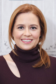 Jenna Fischer visited Build Studio wearing this loose, side-swept ponytail.