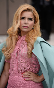 Paloma Faith looked super charming with her retro curls during the Burberry Prorsum menswear show.