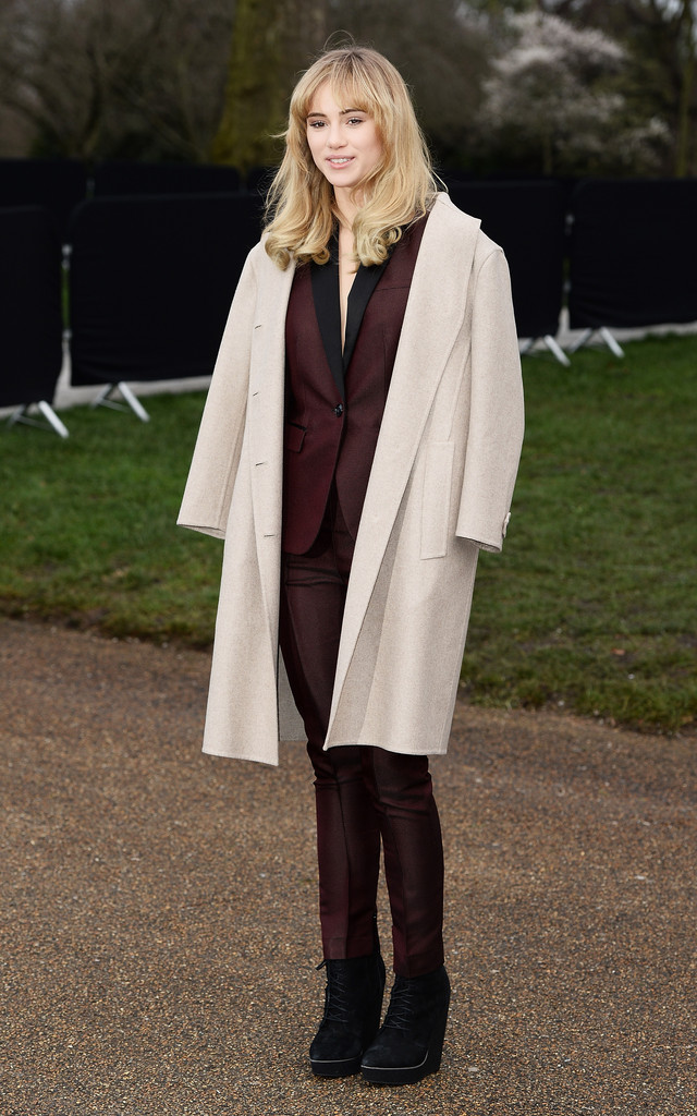 Suki Waterhouse arrives at Burberry AW14 Menswear Show at Kensington Gardens on January 8, 2014 in London, England.