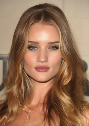 Rosie Huntington-Whiteley kept her lips super soft with a hint of warm pink lipstick at the Burberry Body Launch event.