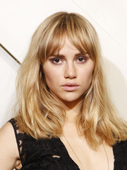 Suki Waterhouse sported a disheveled-chic 'do at the Burberry Brings London to Shanghai event.
