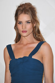 Rosie Huntington-Whiteley wore her hair in a sexy, tousled half up, half down style at the opening of a Burberry boutique in Paris.