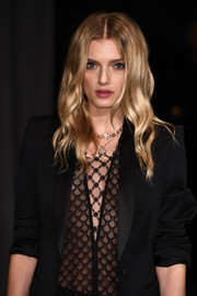 Lily Donaldson framed her pretty face with boho waves for the Burberry fashion show.