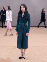 Kim Min-Hee chose a stylish teal trenchcoat for her Burberry show-going look.