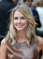 Donna Air looked sweet and lovely with her shoulder-length wavy 'do at the Burberry Prorsum fashion show.