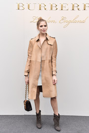 Elena Perminova donned a simple yet stylish nude suede coat by Burberry for the label's fashion show.