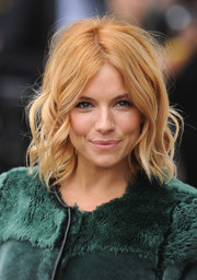Sienna Miller looked darling wearing this short wavy 'do at the Burberry Prorsum fashion show.