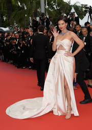 Adriana Lima completed her red carpet look with a pair of silver triple-strap heels by Giuseppe Zanotti.
