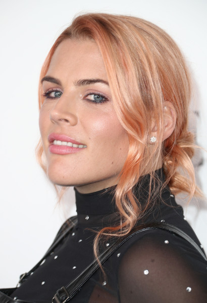 Busy Philipps Chignon [elle,hair,face,hairstyle,blond,eyebrow,chin,lip,layered hair,beauty,nose,los angeles,four seasons hotel,california,beverly hills,24th annual women in hollywood celebration - arrivals,24th annual women in hollywood celebration,busy philipps]