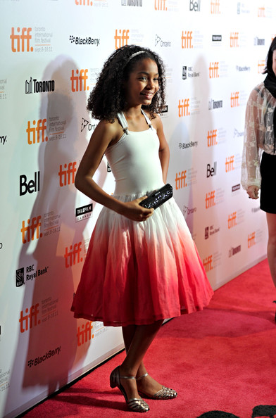 Yara paired her adorable dress with a black crystal clutch.