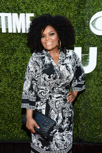 More Pics of Yvette Nicole Brown Afro (1 of 4) - Yvette Nicole Brown Lookbook - StyleBistro