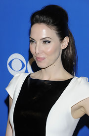 Whitney Cummings arrived at the CBS Upfront event wearing her hair in a chic voluminous ponytail.